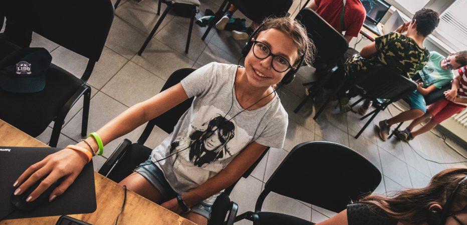 Mladý YouTuber pre pokročilých online
